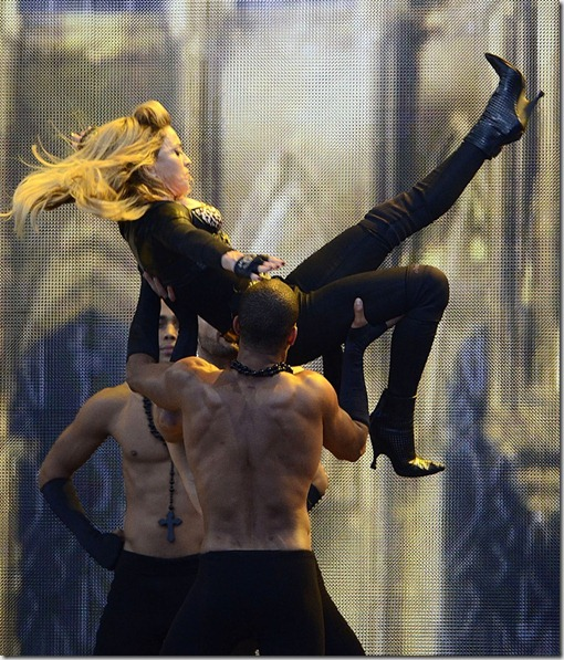 madonna-performs-during-mdna-tour-23